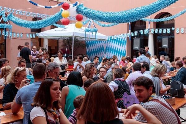 Oktoberfest-Deko-von-Party-Extra-sorgt-f-r-Stimmung