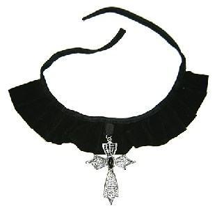 Samt-Halsband mit Gothik-Kreuz Anhaenger - Halloween Accessoire