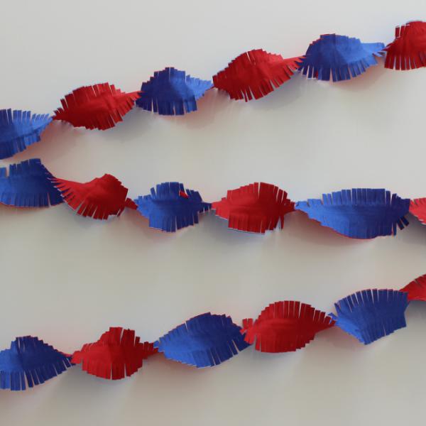 Kreppgirlande rot-weiß-blau, 6 Meter